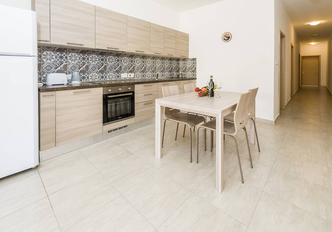 holidays-in-malta-guest-house-apartment-gzira-entrance_1