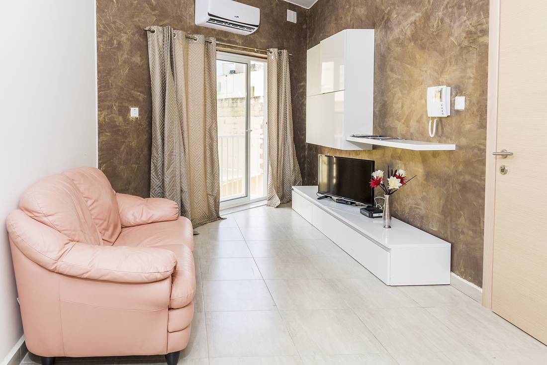 holidays-in-malta-guest-house-apartment-gzira-living-room_1