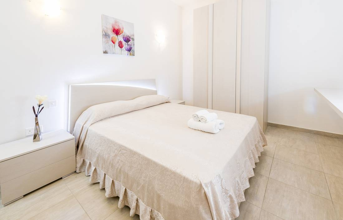 holidays-in-malta-guest-house-apartment-gzira-luxury-room-1_1