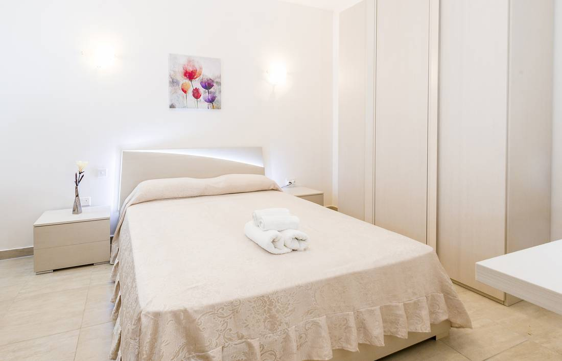 holidays-in-malta-guest-house-apartment-gzira-luxury-room_1