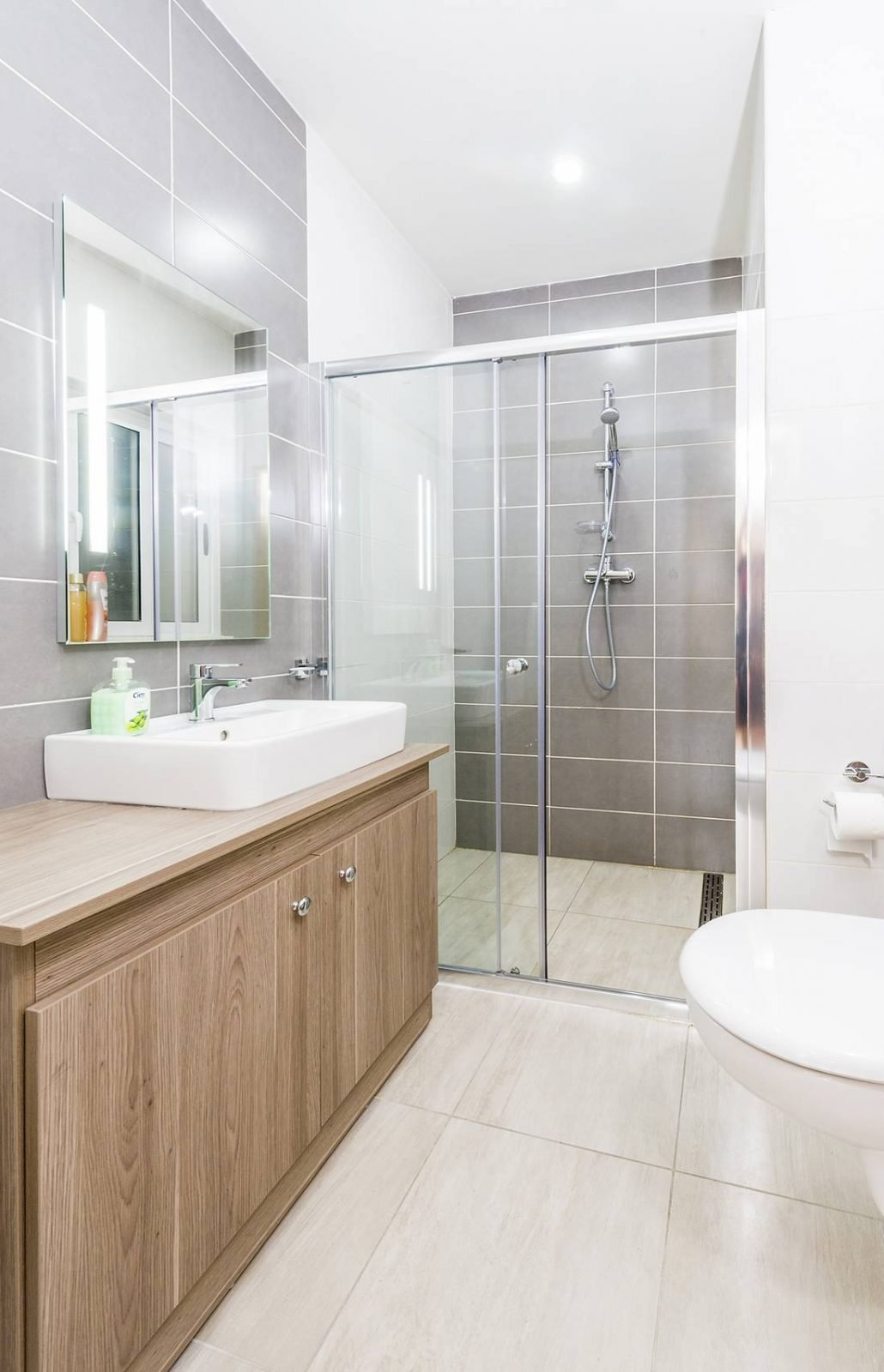 holidays-in-malta-guest-house-apartment-gzira-private-bathroom-of-ensuite-room_1