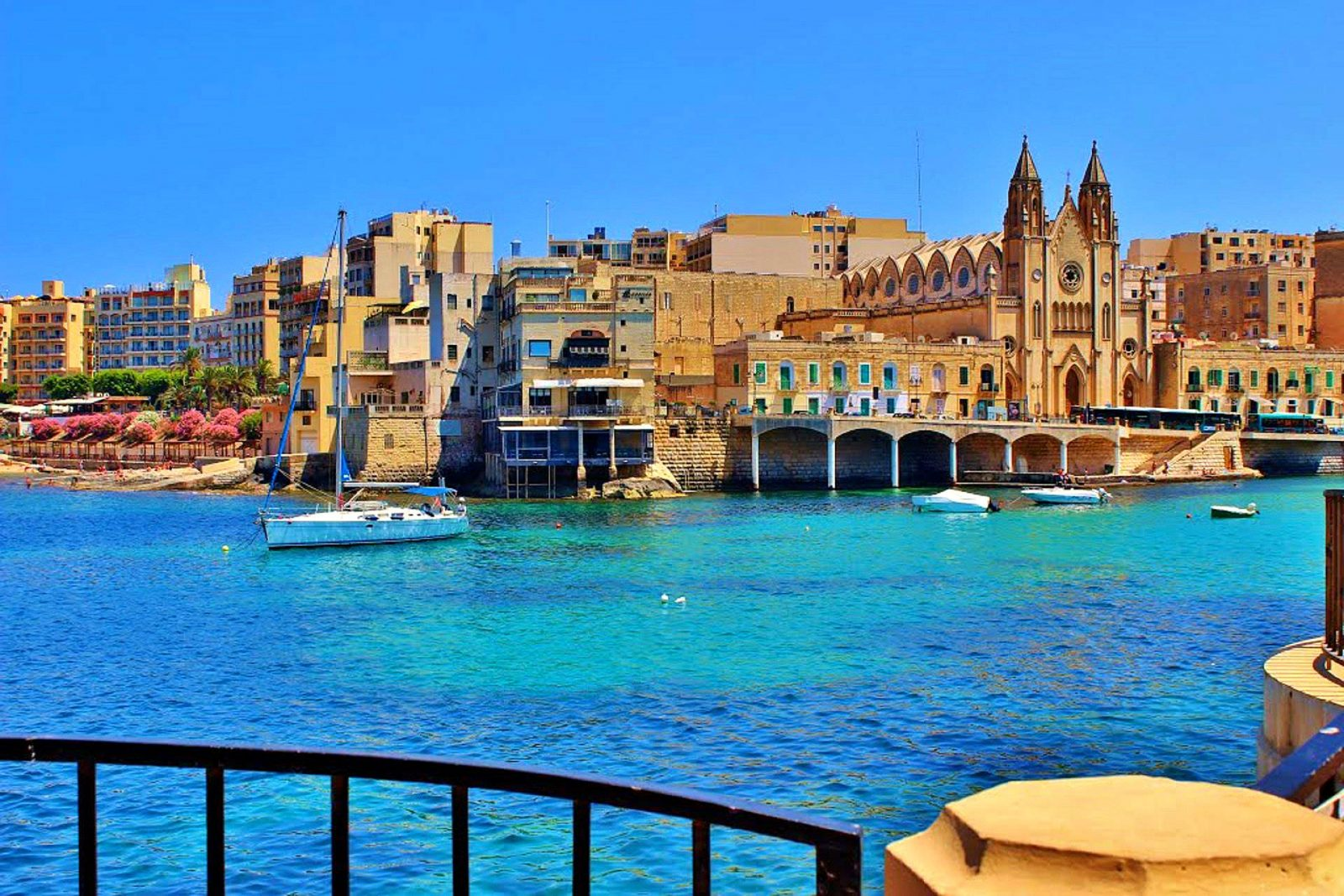 Best place to stay in Malta Balluta Bay