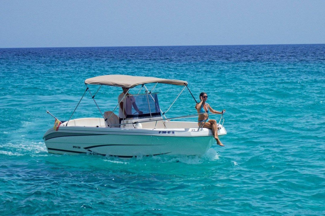 Hire a boat without license in Malta