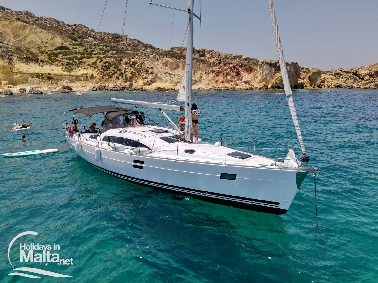 Sailing yacht with people on it in Selmun
